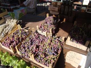 Sokaklarda satılan üzümler