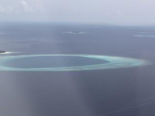 Deniz uçağında giderken kuşbakışı adalar